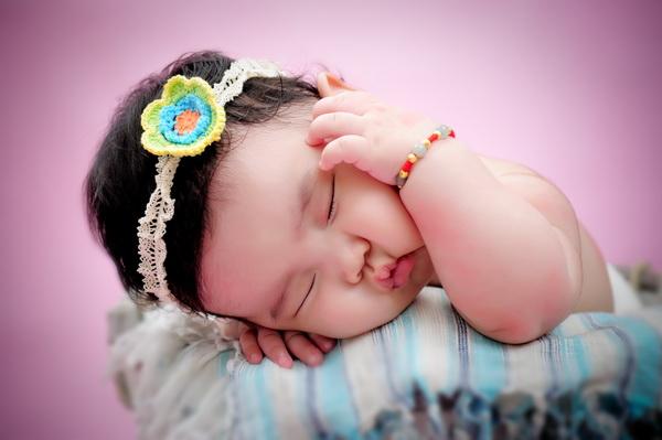 萌睡的百天宝宝
